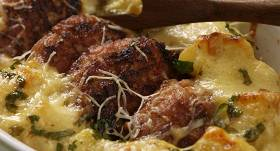 Kartupeļu sacepums ar kotletēm recepte