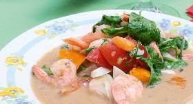 Siltie garneļu salāti recepte
