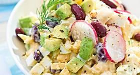 Olu salāti ar avokado, pupiņām un ziedkāpostu recepte