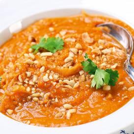 Zemesriekstu un saldo kartupeļu zupa recepte