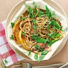 Salāti ar ķirbi, zirņiem un spageti recepte