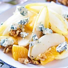 Cigoriņu salāti ar apelsīnu un zilo sieru recepte