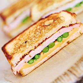 Sparģeļu sviestmaizes