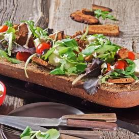 Salāti burkānmaizes laivā recepte
