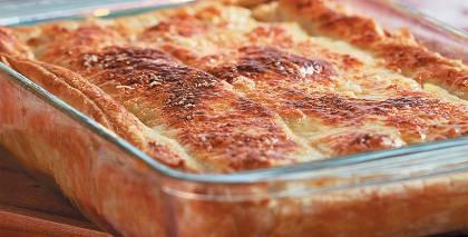 Olu un šķiņķa kārtainās mīklas pīrāgs recepte