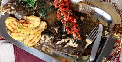 Grilēta bute ar kartupeļiem un tomātu salsu