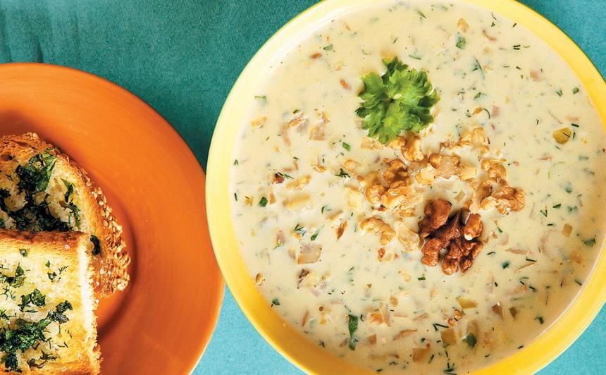 Seleriju zupa ar zilo sieru
