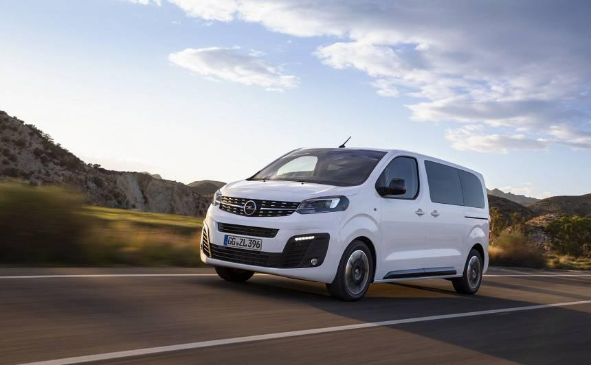 Jaunais <strong>Opel Zafira</strong> pārtapis par <strong>mikroautobusu!</strong>