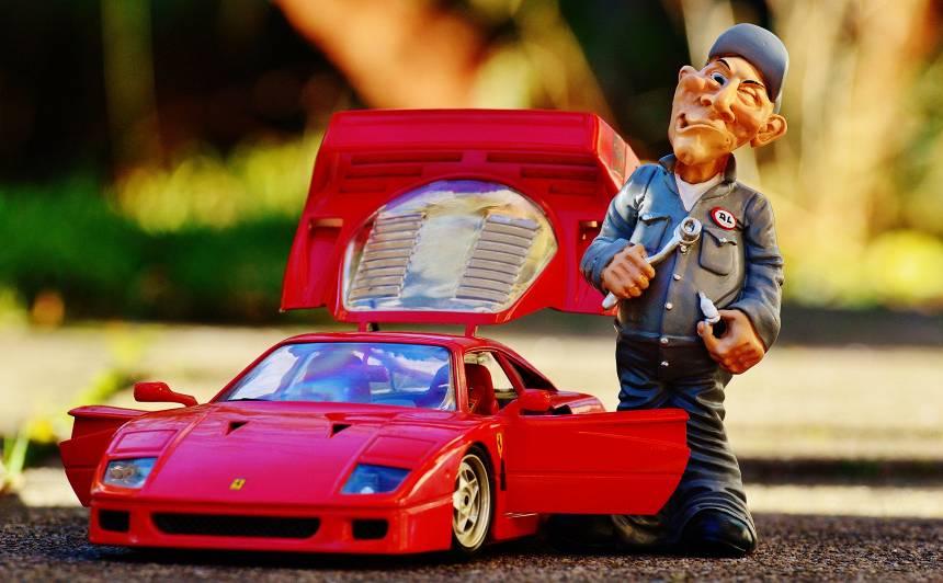 Kāda dāma mēģina pirkt autovadītāja tiesības… Anekdotes par <strong>auto!</strong>