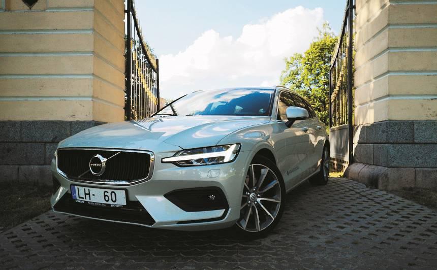 <strong>Volvo V60</strong> pirmais testa brauciens