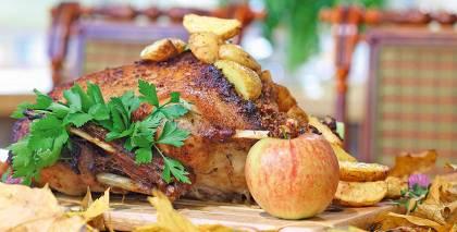 Kā pagatavot Mārtiņdienas zosi ar griķiem un āboliem ar Ulmaņlaiku garšu recepte