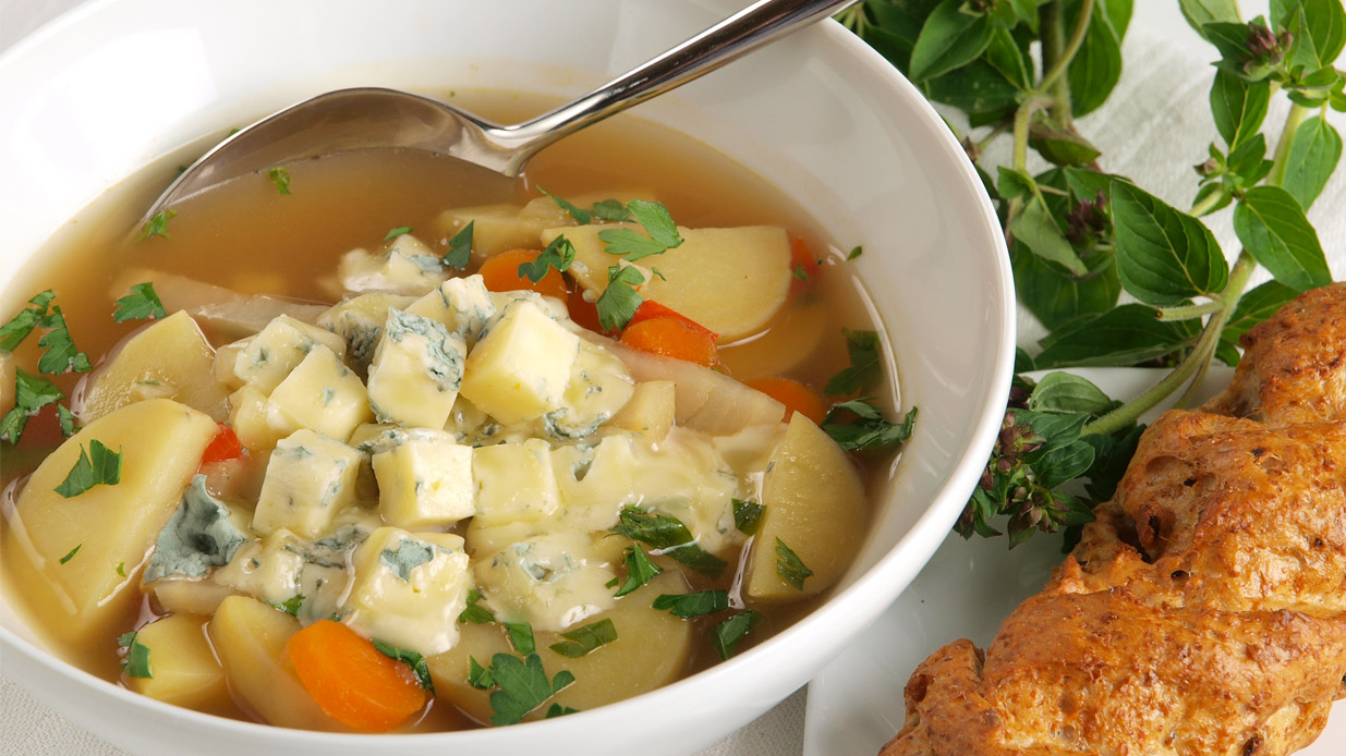 Dārzeņu zupa ar zilo sieru