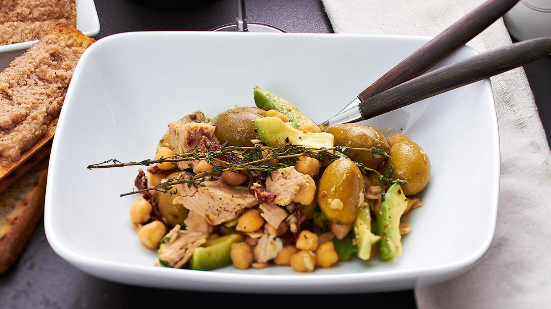 Turku zirņu, avokado un tunča salāti recepte