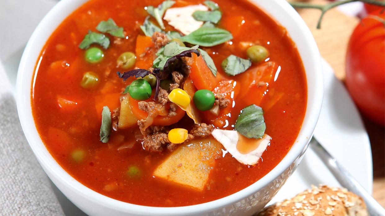 <strong>Maltās gaļas un tomātu zupa</strong> ar dārzeņiem