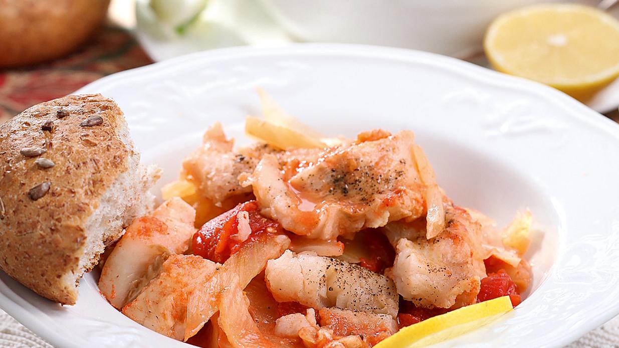 Sautēta zivs ar fenheli un tomātiem recepte