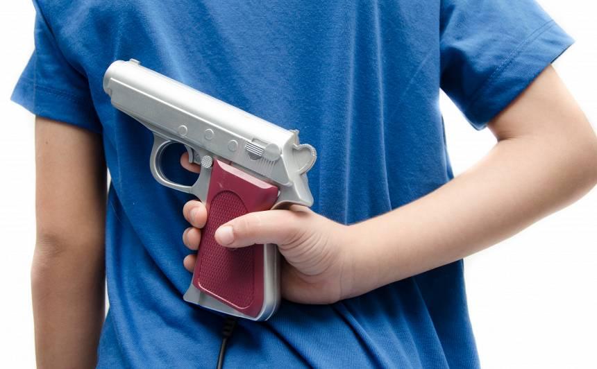 <strong>Vai bērnam pirkt rotaļu ieroci?</strong> Argumenti par un pret