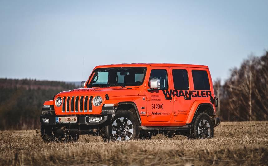 <strong>Jeep Wrangler</strong> pirmais brauciens