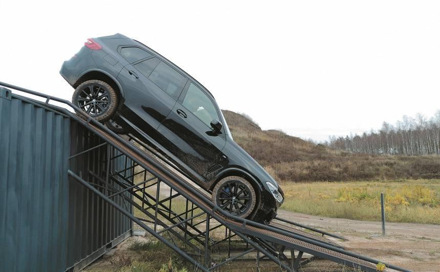 <strong>BMW X5</strong> pirmais testa brauciens