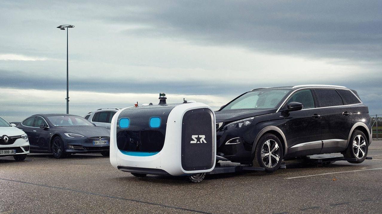 Turpmāk lidostas stāvvietā jūsu auto <strong>novietos robots!</strong> (VIDEO)<br />