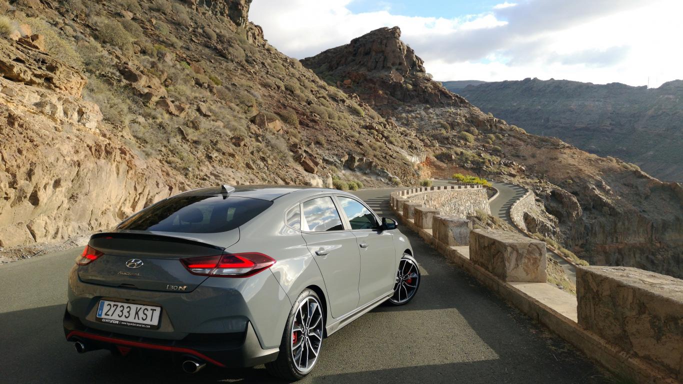 Testējam ārzemēs — sacīkstes okeāna krastā ar jauno <strong><em>Hyundai i30 Fastback N</em></strong>