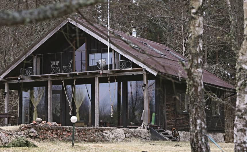 <strong>Pasaku namiņš</strong> Kurzemes mežos