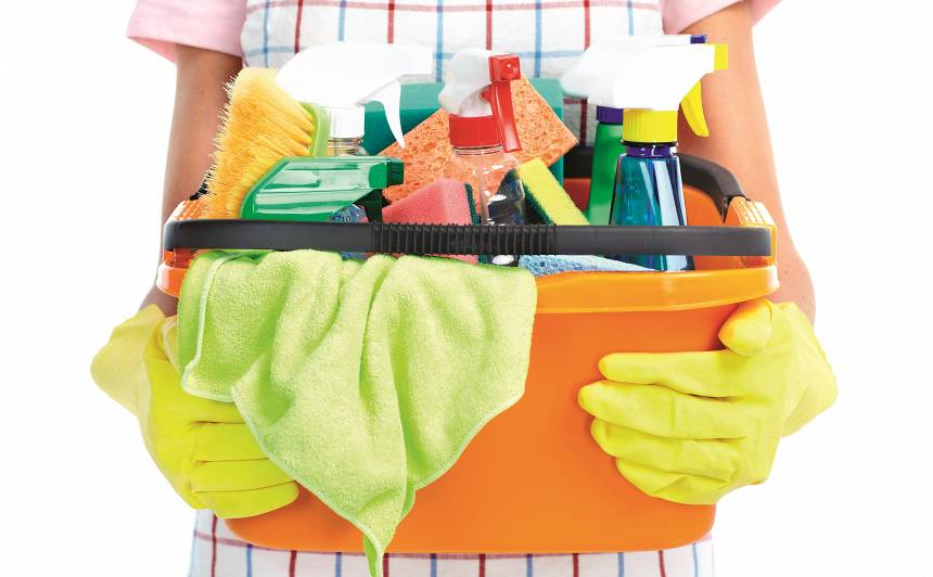 Apnicis tīrīt māju — <strong>meklē mājkalpotāju</strong>