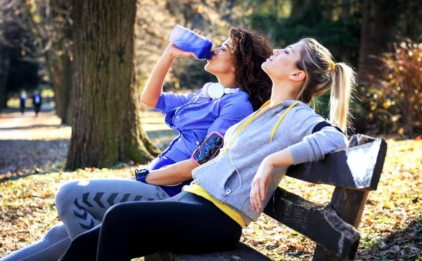 Kokteilis un dziedāšana! Profesionāļu ieteikumi, kā cīnīties pret <strong>pavasara nogurumu</strong>