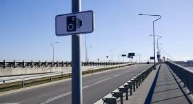 Kāpēc pirms <strong>fotoradariem</strong> jāizvieto brīdinājuma zīme?