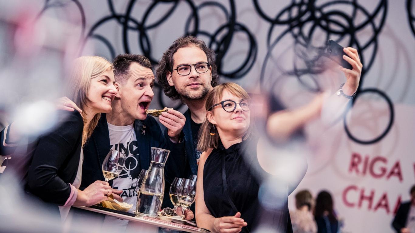 Kā <strong>Latvijas vīnmīļi</strong> sagaidīja šampanieša pavasari (FOTO)