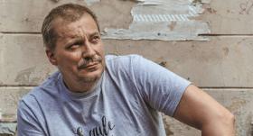 <strong>Dzejnieks Andris Akmentiņš:</strong> Kad divi šķiras, tad patiesībā šķiras vēl kādi 60–80 cilvēki