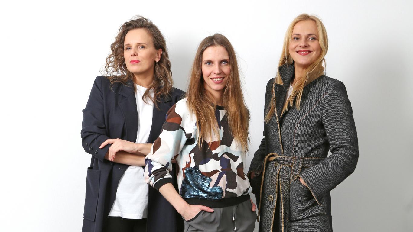 Pērļu mednieces: fotogrāfe Ieva, stiliste Ginta un žurnāliste Ilze.