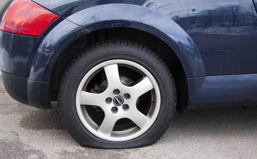 Policija brīdina par <strong>auto apzagšanas shēmu,</strong> kas tiek veikta pie lielveikaliem