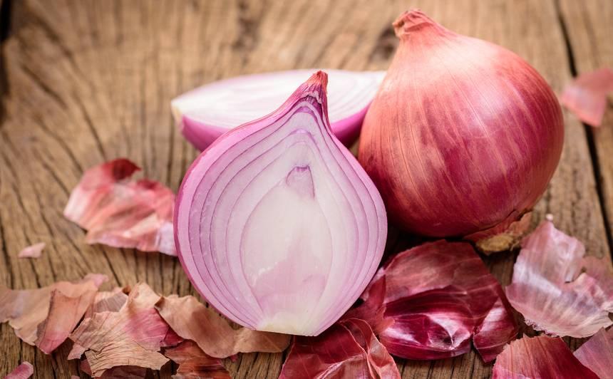 15 gardi <strong>sīpolu ēdieni,</strong> ko gatavot pēc olu krāsošanas