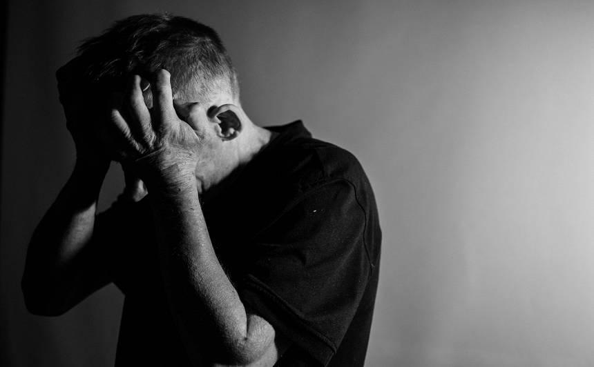 Stāsts par depresiju: Sieva pameta, sēdēju tukšajā dzīvoklī, <strong>skatījos griestos un lēnām juku prātā</strong>