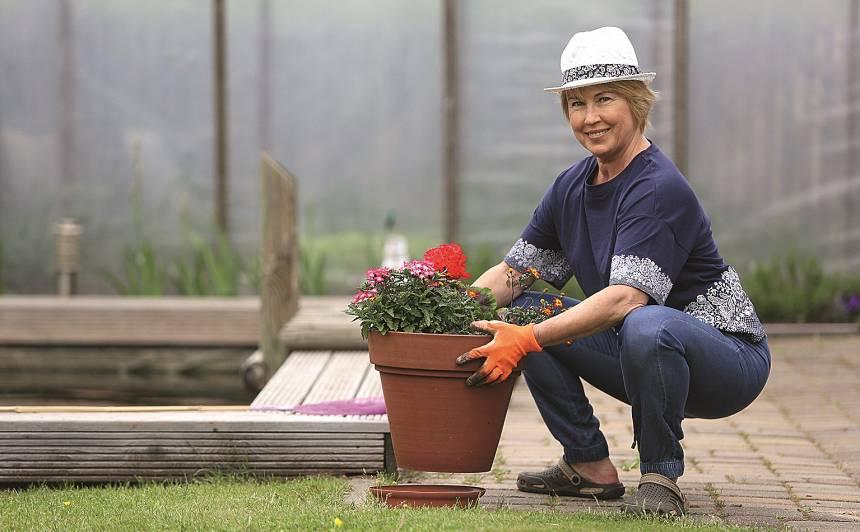 Dārza darbi sagādā sāpes? Tas ir signāls, ka <strong>jāmaina poza vai darāmais darbiņš!</strong>