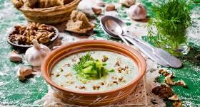 <strong>10 netradicionālas auksto zupu</strong> receptes