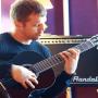 <strong>Mairis Briedis un Andris Bulis</strong> pievērsušies ģitārspēlei. VIDEO
