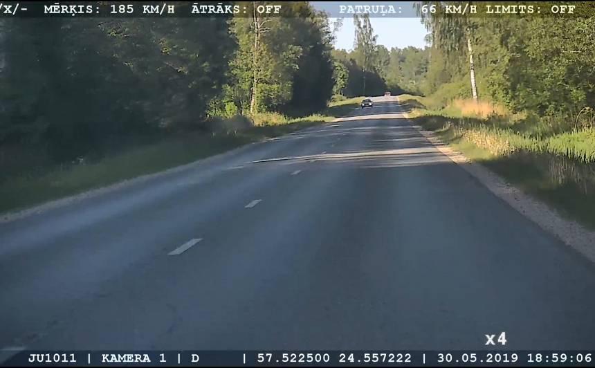 Limbažu novadā <strong><em>BMW</em> traucas ar ātrumu 185 km/h</strong>