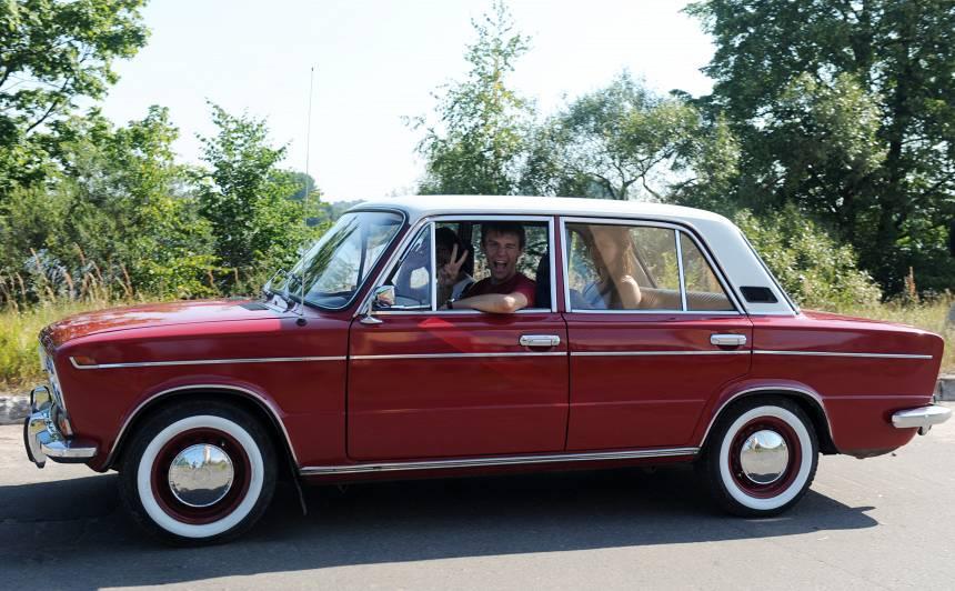 Šodien <strong>retro auto parādē</strong> Rēzeknē būs apskatāms kupls skaits seno spēkratu