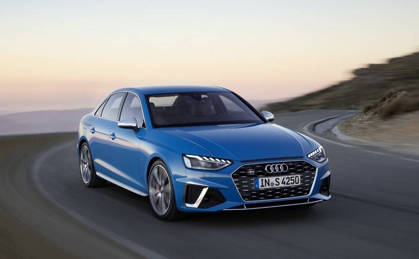 <em>Audi</em> prezentē atjaunināto <em>A4</em>, <strong>sportiskais <em>S4</em> iegūs <em>V6 TDI</em> dzinēju</strong> ar 48V elektrosistēmu