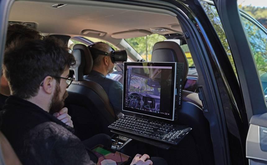 <em>Volvo</em> prezentējis <strong>unikālu braukšanas tehnoloģiju,</strong> apvienojot virtuālo un reālo pasauli (FOTO)