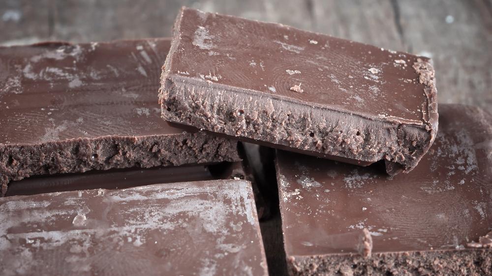 <em>Sirma</em> šokolāde — <strong>veca?</strong>