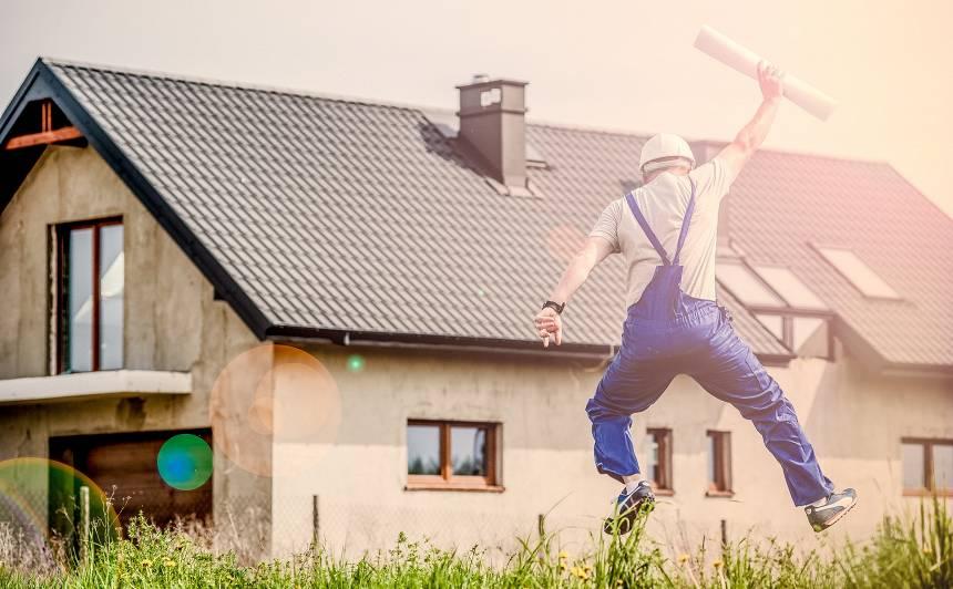 <strong>Izlaužoties no <em>hruščovku</em> šaurības</strong> — kādus mājokļus Latvijā pērk un būvē?