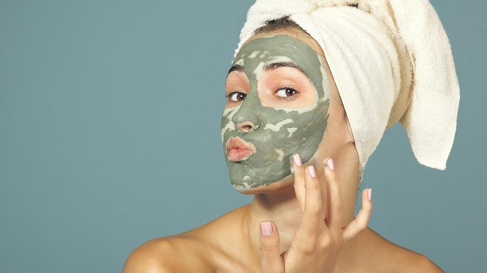 <strong>5 receptes</strong> attīrošām sejas maskām