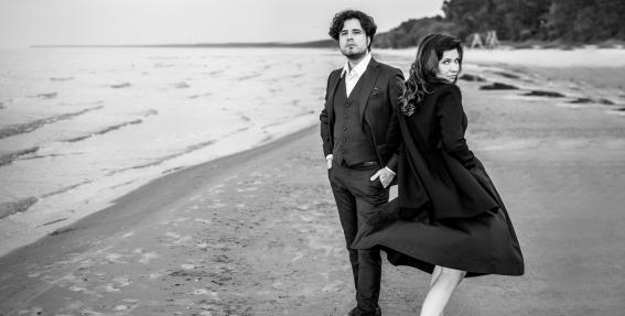Skaisti fotomirkļi: <strong>Marina Rebeka un Andrejs Osokins</strong> gatavojas koncertam Jūrmalā