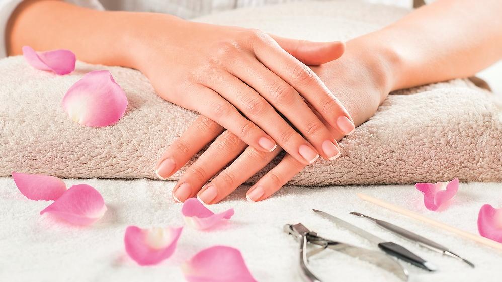 9 noderīgi ieteikumi, <strong>kā kopt un aprūpēt nagus bez manikīra palīdzības</strong>