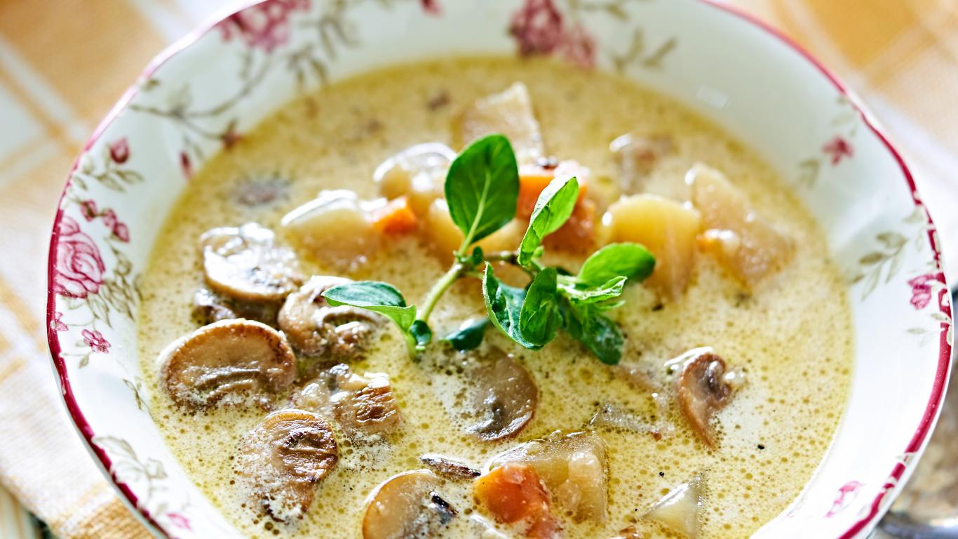 <strong>Ātrā kartupeļu zupa</strong> ar šampinjoniem