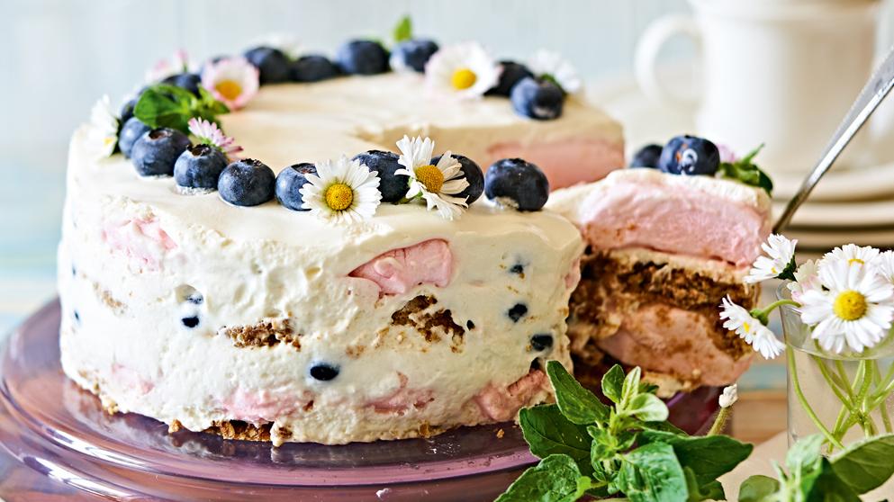 Zefīra un krējuma kūka ar mellenēm