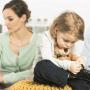 <strong>Vecāku šķiršanās bērnam ir katastrofa.</strong> Kā palīdzēt to pārdzīvot iespējami saudzīgi?