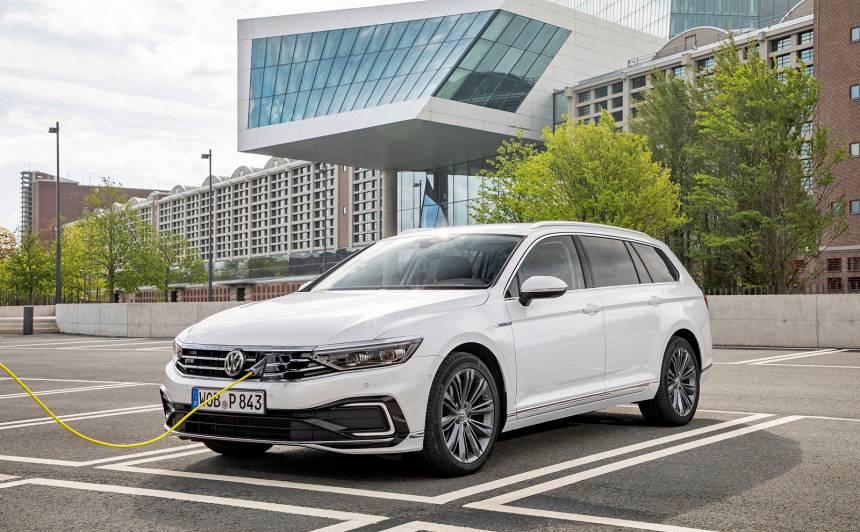 Latvijā uzsākta atjaunotā <strong><em>Volkswagen Passat</em></strong> iepriekšpārdošana